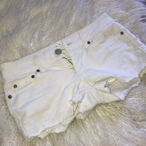 !! Floral White Shorts !!